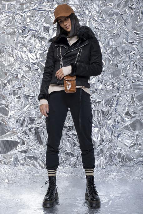 AMNESIA Zippes rövid irhakabát fekete