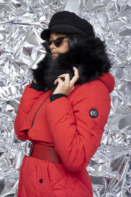 AMNESIA Rombusz steppelt szőrmés kapucnis kabát piros